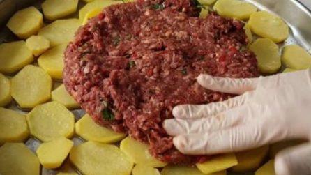 Avvolge carne macinata e formaggio nella pancetta il piatto che crea qualcosa di unico - Cucina fanpage secondi piatti ...