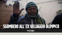 """Torino, i migranti si barricano nell'ex villaggio olimpico durante lo sgombero: """"Così perdiamo tutto"""""""
