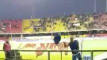 Cannavaro bacia la maglia e la lancia al tifoso del Sassuolo