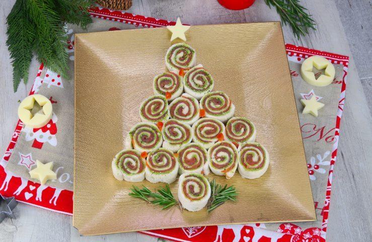 Antipasti Di Natale Fatti Ad Albero.Albero Di Girelle L Antipasto Originale E Sfizioso Per La Vigilia Di Natale