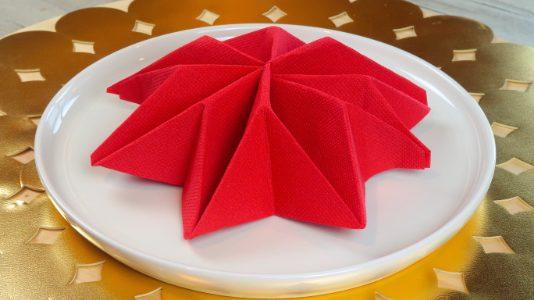 REALLY EASY Christmas Tree Napkin Fold | Party Delights Blog | 300x534
