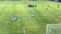 Napoli campione d'inverno: giocatori sotto la curva e festa dei duemila tifosi azzurri