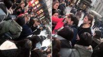 Luca Onestini e Tonon nel centro di Milano: la reazione calorosa dei fan