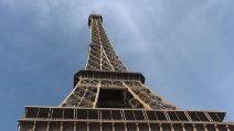 Francia, la Tour Eiffel chiusa per freddo