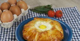 Fagottini di pasta sfoglia e uova: l'idea gustosa per un pranzo originale!