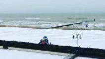 Abbondante nevicata in spiaggia, Jesolo completamente imbiancata