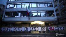 Tifosi della Lazio in protesta contro la Federcalcio