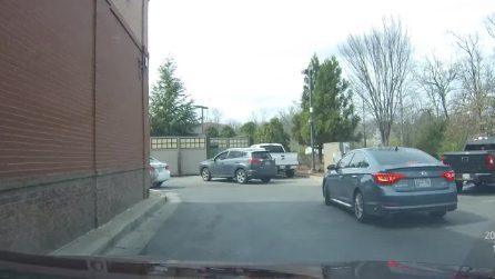 test Liveleak.com - Driver cuts in line at Chick-Fil-A