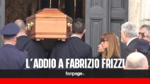 Funerali Fabrizio Frizzi, il dolore della moglie e del fratello all'arrivo della bara