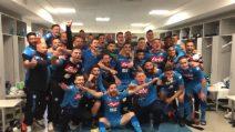 """Napoli batte la Juventus, festa e foto di gruppo nello spogliatoio: """"Esultate con noi"""""""
