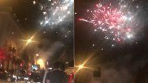 Fuochi d'artificio come a Capodanno: in strada la festa incontenibile dei tifosi del Napoli