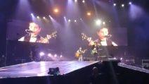 Ermal Meta canta con Giuseppe, bambino fenomeno che ha solo 8 anni