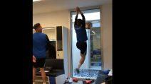 Nello spogliatoio dell'Atalanta si gioca a basket: la schiacciata del Papu Gomez