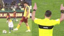 Perotti atterra il figlio ma l'arbitro non vede nulla: divertente video della Roma a favore del Var