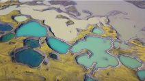 Sembra un meraviglioso dipinto: la bellezza dei laghi islandesi vista dall'alto