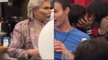 Barbara D'Urso sbircia nella casa e scopre che i due concorrenti si baciano