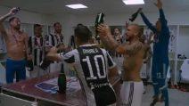 """""""I campioni dell'Italia siamo noi"""": giocatori della Juve scatenati negli spogliatoi"""