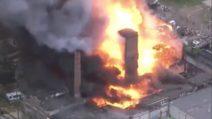 Crolla un edificio: incendio di enormi proporzioni a Philadelphia