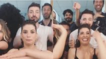 Finale di Amici, Giulia Michelini e Marco Bocci ballano e si scatenano nel backstage