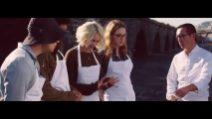 Napoli, il cast di Sense8 saluta i fan preparando una pizza con Sorbillo