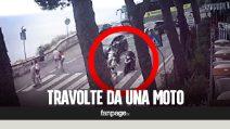 Terribile incidente in diretta: due donne travolte da una moto a tutta velocità