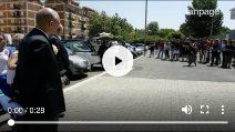 Funerali di Noemi Carrozza, l'arrivo della bara in chiesa