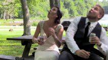 Il romantico filmino delle nozze viene interrotto da un imprevisto spaventoso
