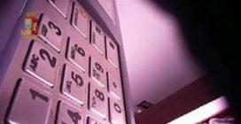 Palermo, truccavano bancomat per rubare i codici delle carte e svuotare i conti correnti