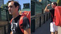 """Federer fa """"chiasso"""" e viene rimproverato: la gaffe del tennista a Wimbledon"""