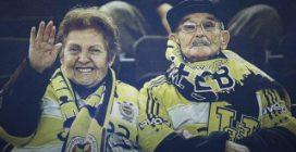 Mumtaz e Ihsan, la storia della coppia di anziani tifosi e del loro amore senza fine