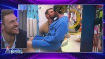 Grande Fratello VIP - I baci dei VIP sotto al vischio