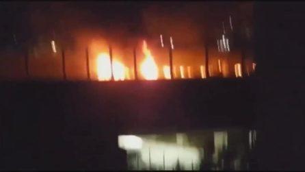 Incendio sull'A14: camion di rifiuti incendiato, morto l'autista