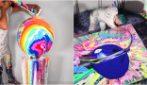 """Versa i colori sulla tela in movimento: l'arte """"ipnotica"""" di Callen Schaub che spopola sui social"""