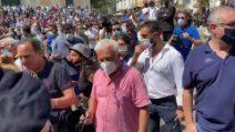 Salvini accolto dalle proteste a Cava de Tirreni: insulti e cori contro il leader leghista