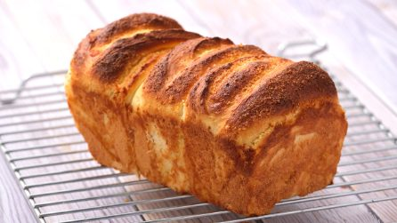 Almond and custard bread: fluffy and delicious!