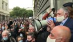 Mega protesta contro la chiusura di bar e ristoranti a Marsiglia
