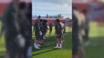 """Il benvenuto dell'Atletico: Suarez preso a """"schiaffi"""""""