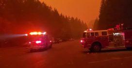 Incendi in Oregon: le fiamme si avvicinano alle case, persone in fuga