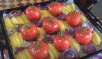 Pomodori ripieni al forno: la ricetta per un pranzo completo e saporito