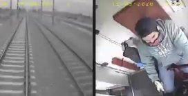 C'è un bimbo di 3 anni fermo sui binari, proprio mentre il treno sta transitando