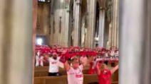 Stadio vietato, tifosi del Colonia in chiesa a fare la sciarpata: amore incondizionato per i propri colori