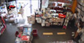 Cassano d'Adda, arrestato rapinatore seriale di negozi: dopo il colpo era fuggito in bicicletta