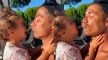 Cristiano Ronaldo, padre tenerissimo: il quadretto con la figlia
