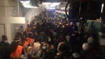Mega ressa alla stazione nonostante le restrizioni: le immagini dalla metro di Parigi