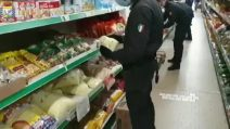 """Torino, frode al deposito """"all you can eat"""": sequestrate 10 tonnellate di cibo"""