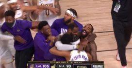 NBA Finals, Lakers campioni: l'esultanza alla sirena finale