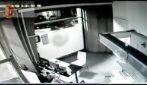 Roma: con un'auto rubata sfonda il casotto di un distributore di benzina