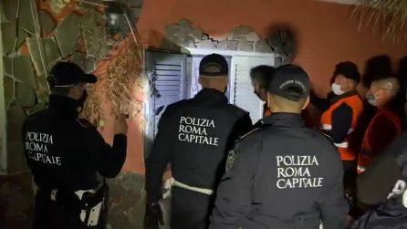 Blitz nelle villette dei Casamonica, agenti entrano dalle finestre