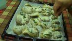 Funghi al forno: la ricetta del contorno veloce e saporito