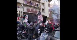 Assembramenti dei tifosi prima di Inter-Milan, accompagnano il pullman della squadra allo stadio